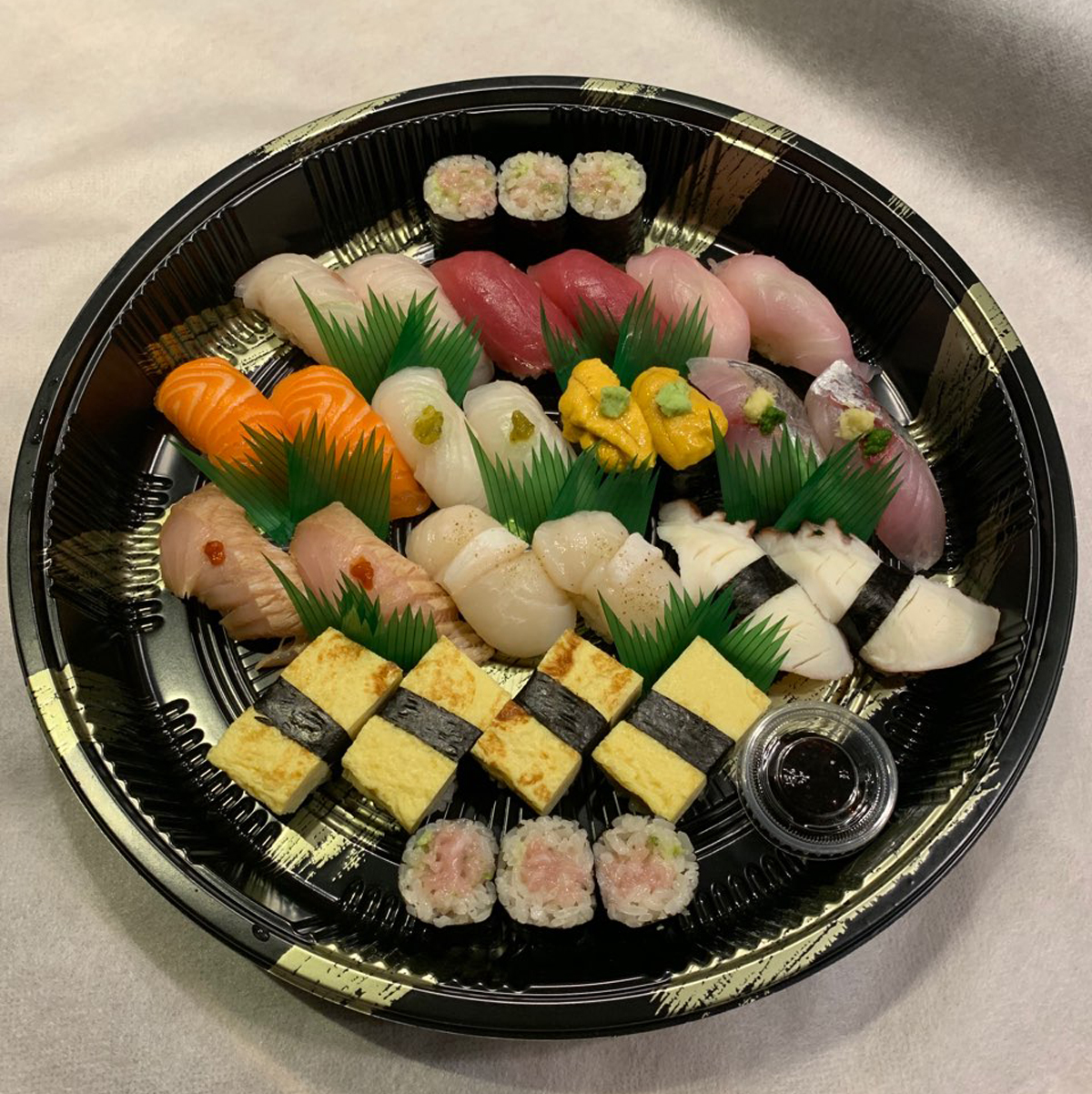 Image of 12 varieties sushi for 2person