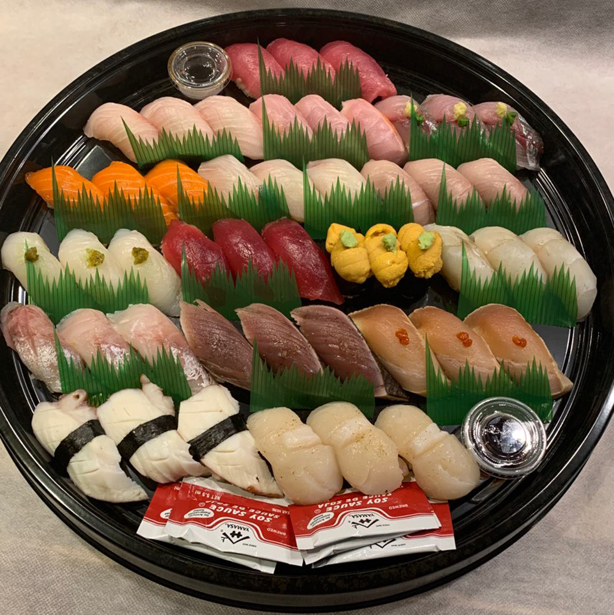 Image of 16 varieties sushi for 2person