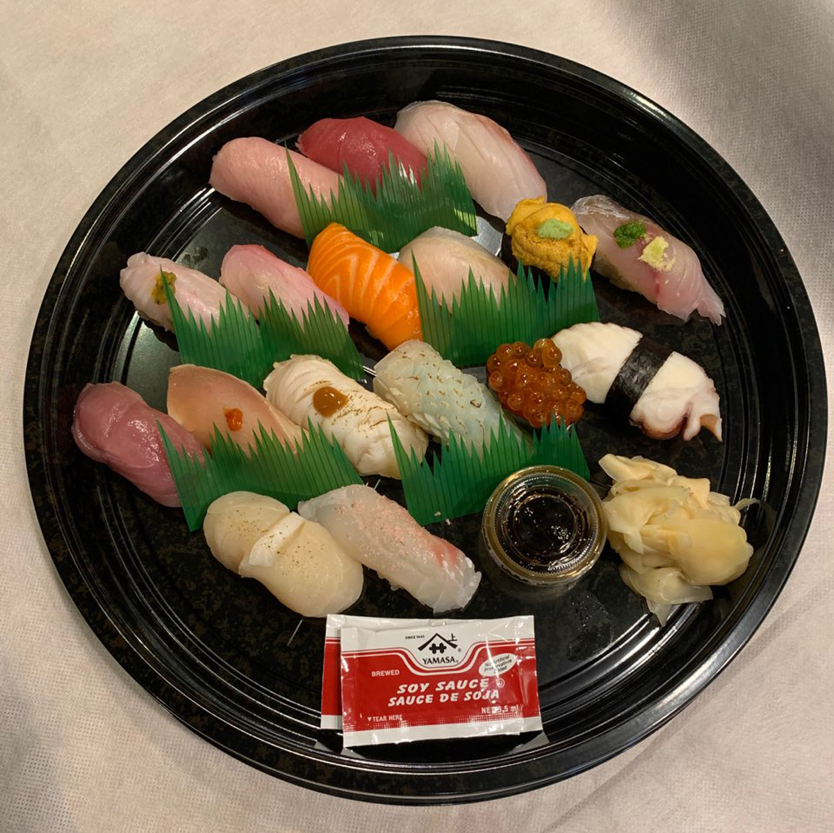 Image of 17 varieties sushi for 1person